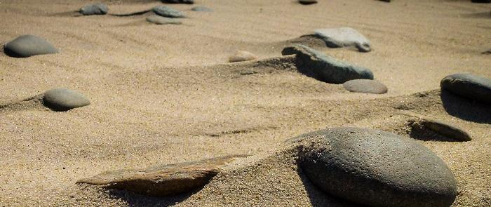 beach-sand-stones