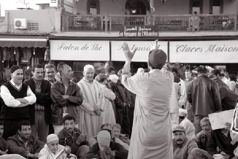סיפור סיפורים, סטוריטלינג, אמנות הסיפור - מספר סיפורים בפעולה בכיכר השוק, מרוקו